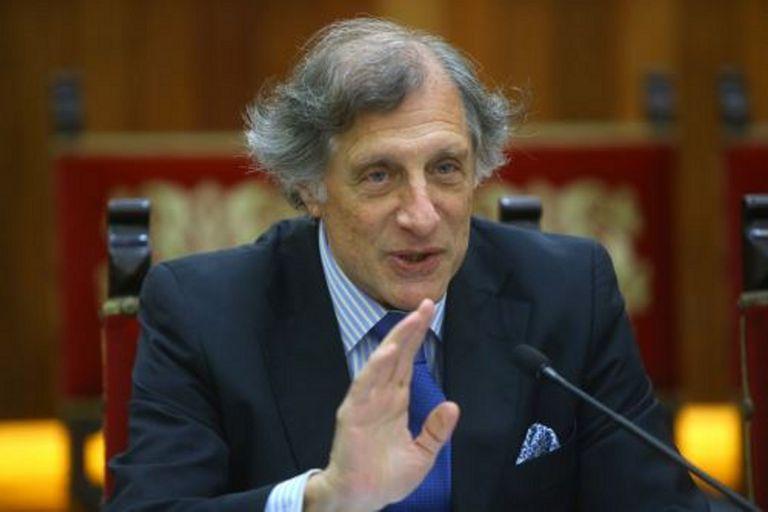 Eugenio M. Curia
